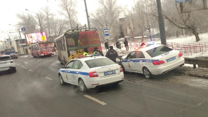В Ярославле патрульный автомобиль ГИБДД врезался в троллейбус с пассажирами