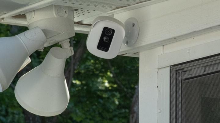 Крутятся на 360 и транслируют запись онлайн: как защитить дом с помощью умных гаджетов