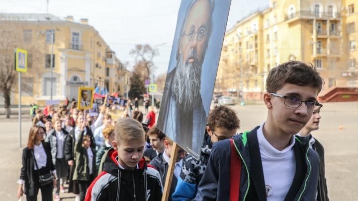 Маршем, но без Тани: волгоградские лицеисты отметили юбилейную годовщину первого полета в космос
