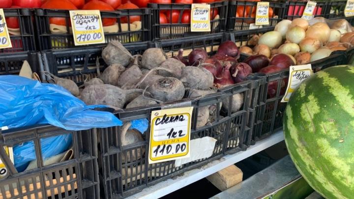 «На входе — олигархисты, на выходе — ритейлеры»: в России ввели госрегулирование цен на овощи