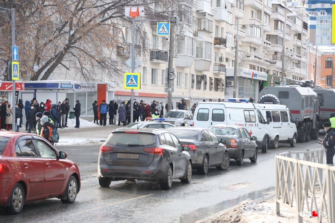 Протестующие добрались к Самарской площади
