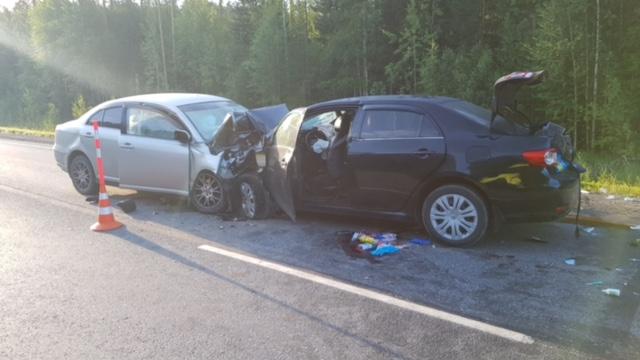 На тюменской трассе лоб в лоб столкнулись две иномарки. Оба водителя погибли