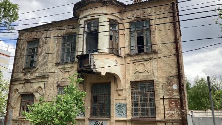 Памятник архитектуры в центре Краснодара «убивали» 20 лет. Мы посмотрели, как он выглядит сейчас