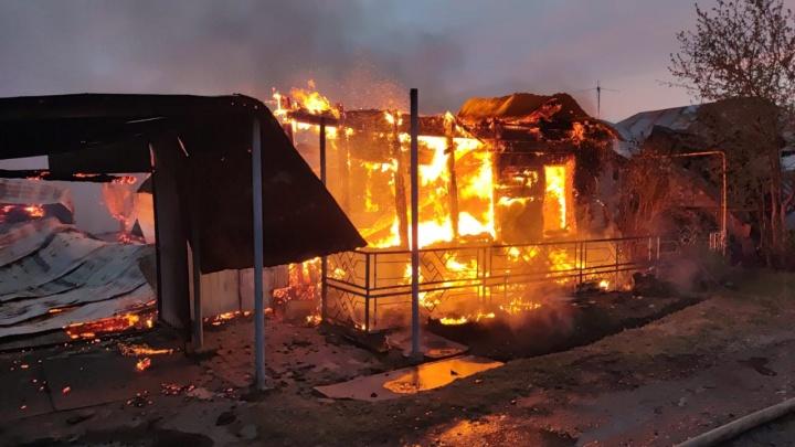 В районе телевизионного завода сгорели три частных дома