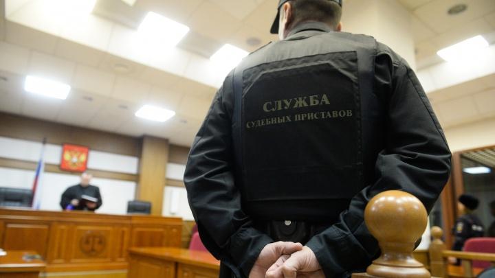 Продавал свидания осужденным: в Свердловской области начальника колонии обвинили во взяточничестве