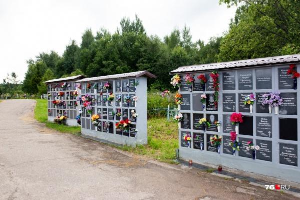 Нехватку мест трудно компенсировать расширением кладбищ. Колумбарии выглядят гораздо компактнее