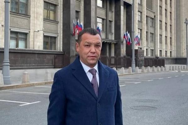 На фото — Гильмутдинов у здания Госдумы