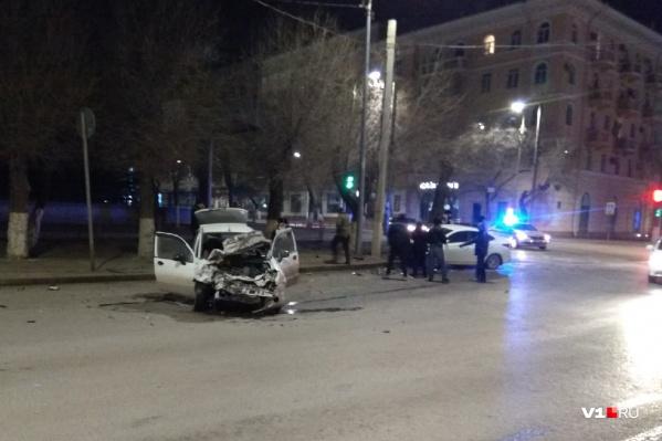 Машины столкнулись на перекрестке Володарского и Коммунистической