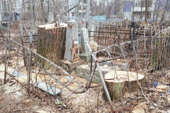 Ильинское кладбище официально закрыто с 1976 года, здесь больше не хоронят усопших