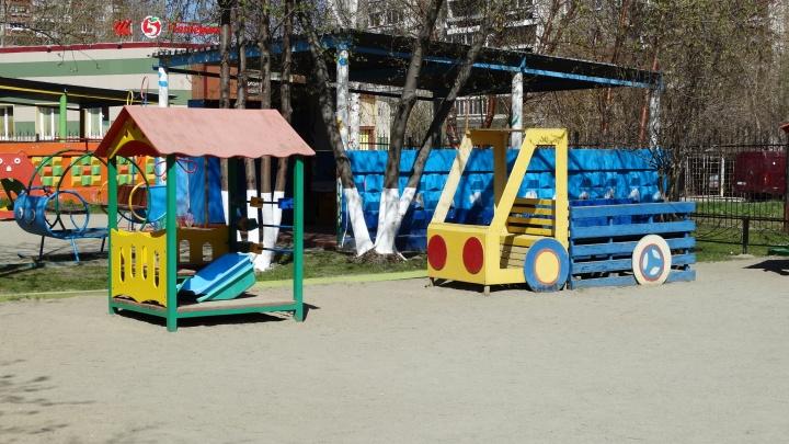 В Екатеринбурге начали набирать новые группы в детских садах. Родители узнают всё в мае