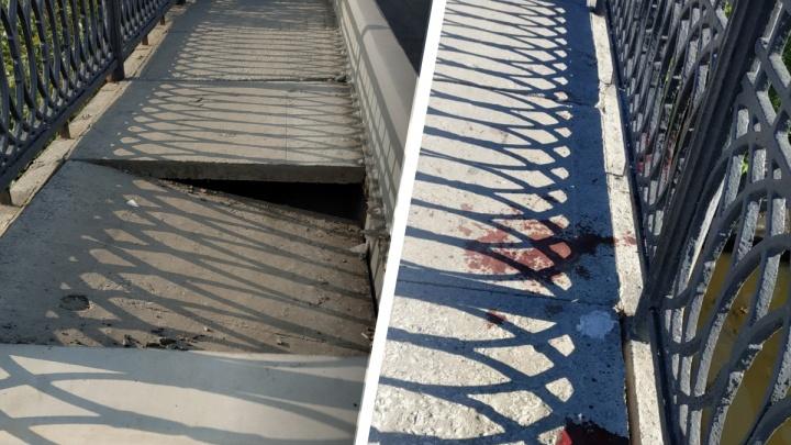 «На плитах кровь». В Екатеринбурге пожаловались на разбитые дороги на мосту, который ремонтировали два месяца