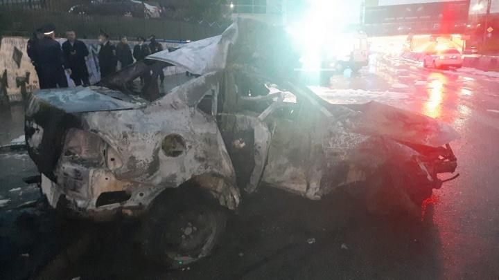 В центре Новосибирска вспыхнул Volkswagen: три человека сгорели заживо в автомобиле