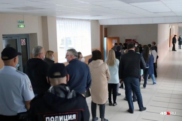 В избирком Курганской области поступили первые сообщения о нарушениях в ходе выборов
