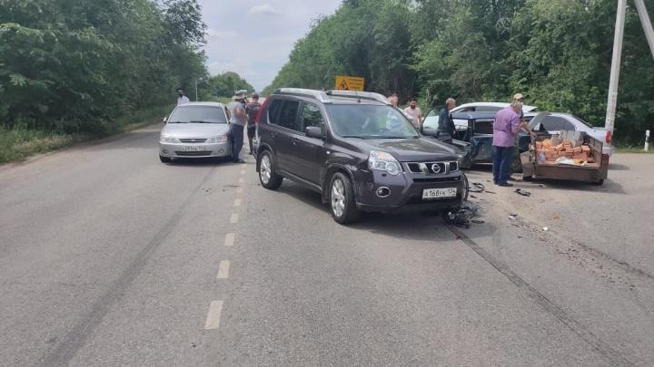 В Волгограде мужчина на кроссовере устроил крупную аварию с пострадавшими
