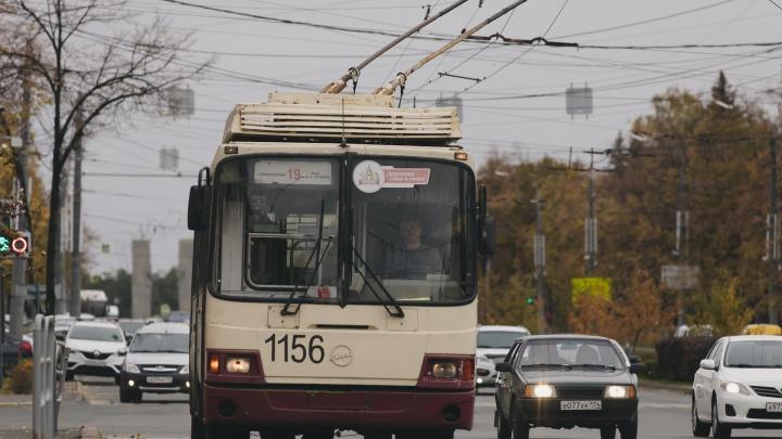 В Челябинске водителям троллейбусов и трамваев отменяют премию за прививку от коронавируса