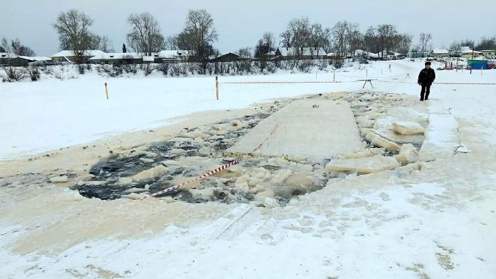 «Её открытия ждали»: в Котласском районе многотонный КАМАЗ проломил ледовую переправу