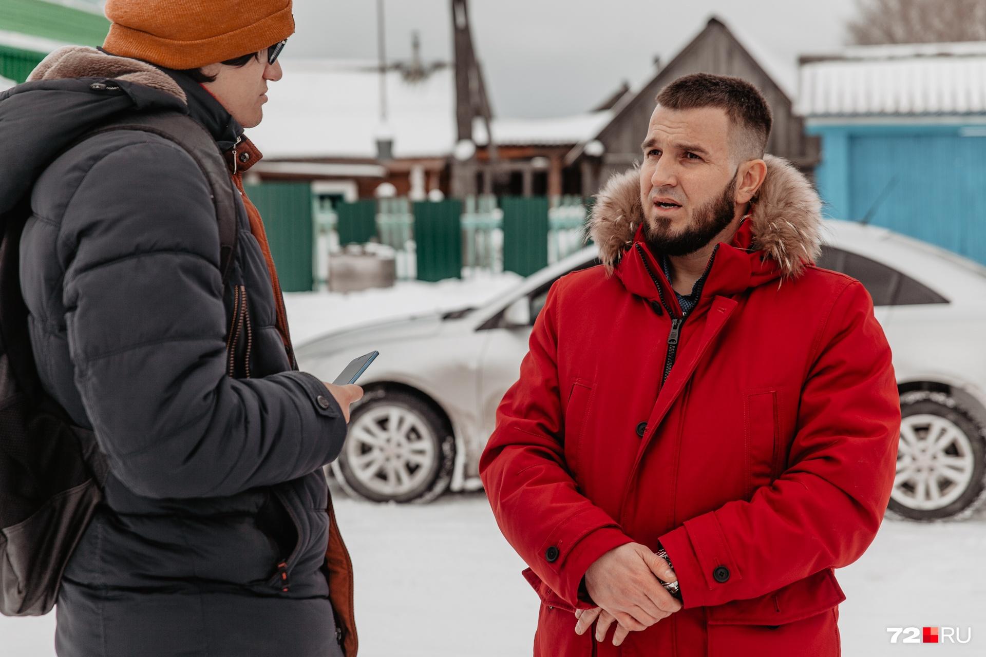 В селе нет мечети. Халилов хочет построить ее. Обещает, что будет добиваться всего необходимого для родного места