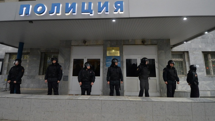 «Нашли в овраге с веревкой на шее». В Екатеринбурге покончил с собой майор полиции из дежурной части