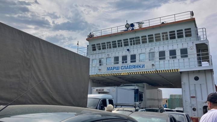 Под Волгоградом на водохранилище сел на мель грузовой паром «Марш Славянки»