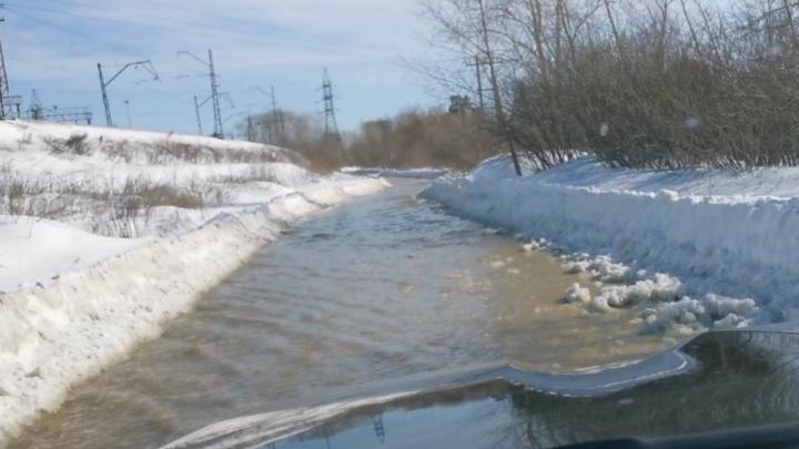 В Екатеринбурге две улицы превратились в реку