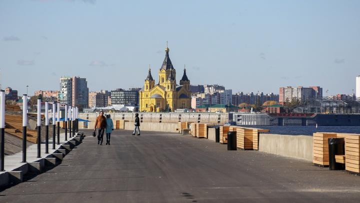 Падение синего забора: нижний ярус Нижне-Волжской набережной превратился в прогулочную зону. Фоторепортаж
