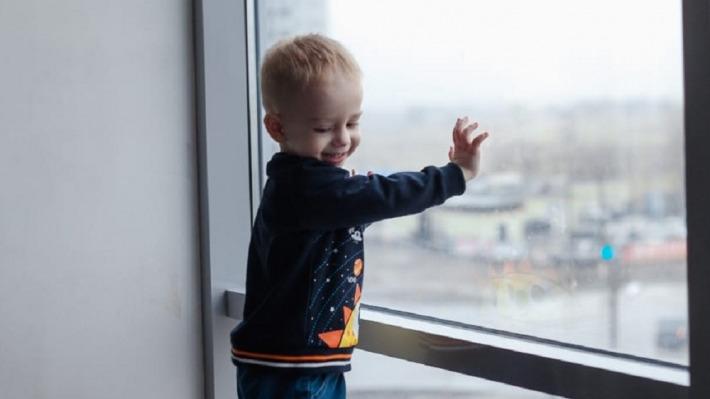 «У сына разрушаются мотонейроны»: волжанка пытается добиться лекарств для тяжелобольного сына