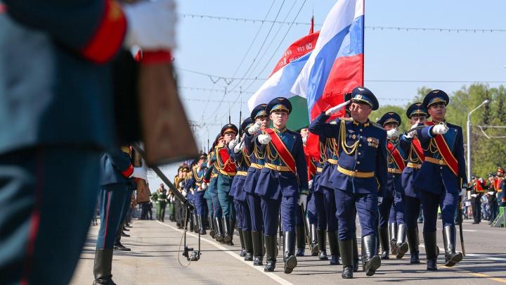 Танки, самолеты и шествие военных: 30лучших моментов парада Победы в Уфе