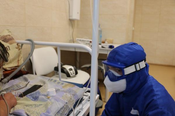 Заболевшие после вакцинации болезнь переносят легче — так говорят медики