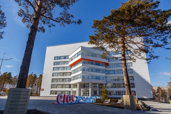 """Многофункциональный комплекс был построен к Универсиаде. Два блока обошлись в <nobr class=""""_"""">1,3 миллиарда</nobr> рублей<br>"""