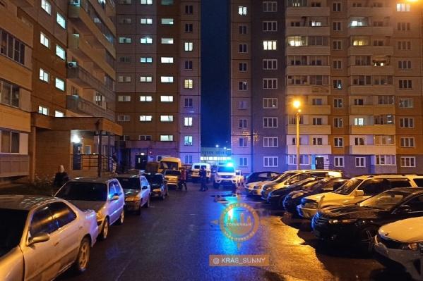 Девушка сорвалась с 12-го этажа