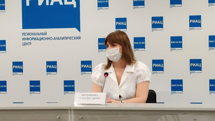 Они заразились, но болеют легче: троих привившихся от COVID-19 жителей Волгограда госпитализировали в пульмоцентр