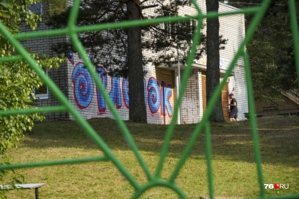 После инцидента лагерь закрыли. Официально объявили, что на карантин из-за выявленного коронавируса у двоих сотрудников