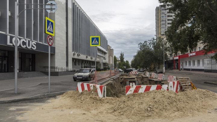 «С болью следил за ними»: в Волгограде «Концессии теплоснабжения» не могут закопать Социалистическую