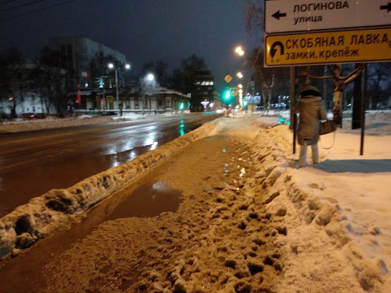Активисты «Городских проектов» мониторили улицы Архангельска и по итогам направили обращение к Дмитрию Мореву с просьбой усилить контроль над подрядчиком