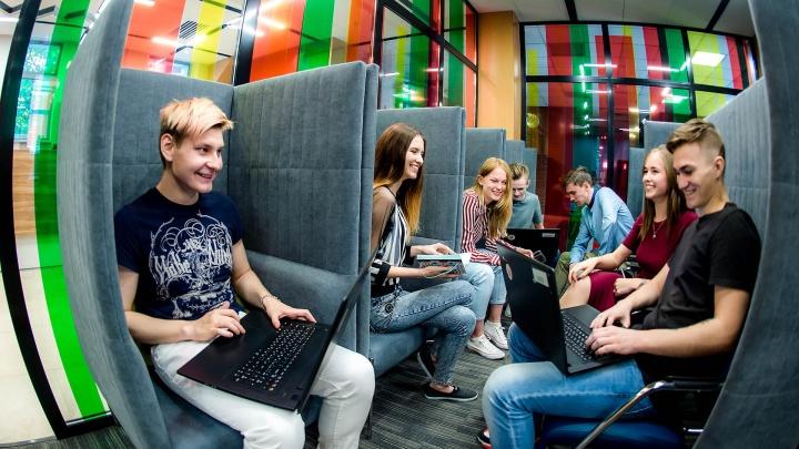 Без скучных лекций и мороки с поиском работы: как учат айтишников в Челябинске