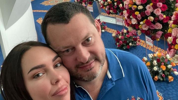 По букету за год: самарский олигарх отпраздновал 10 лет отношений с Ксенией Царицыной