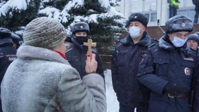 С крестом и электрошокерами: показываем акцию Навального в Самаре в 15фотоиодномвидео