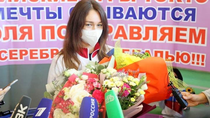 Взявшая серебро на Олимпиаде красноярская спортсменка побывала на встрече с Путиным и получила новый BMW