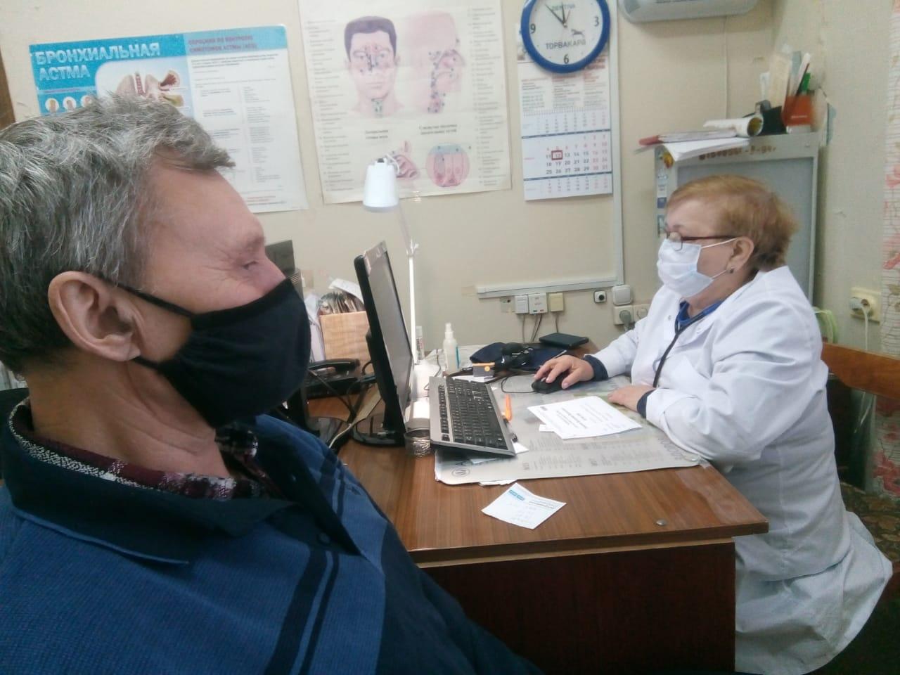 Задача врачей-пульмонологов — выявить причину кашля и назначить грамотное лечение