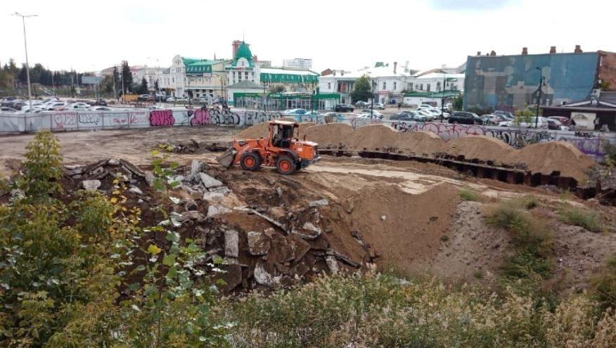 На месте заброшенного котлована у «Летура» начали строить скейт-парк