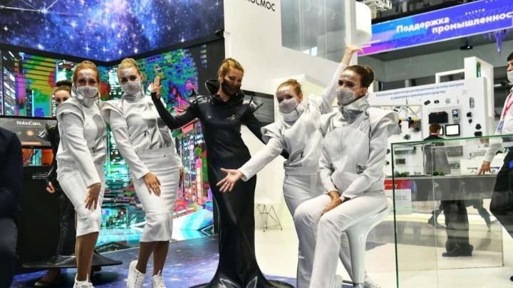 Девушка, вы просто космос! Разглядываем самых красивых участниц «Иннопрома»