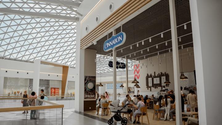 Открытия ждал весь Эльмаш: в ТРЦ Veer Mall заработала легендарная пекарня Cinnabon