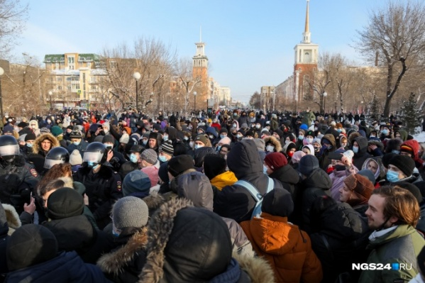 По официальным оценкам, на улицы вышли 800 человек