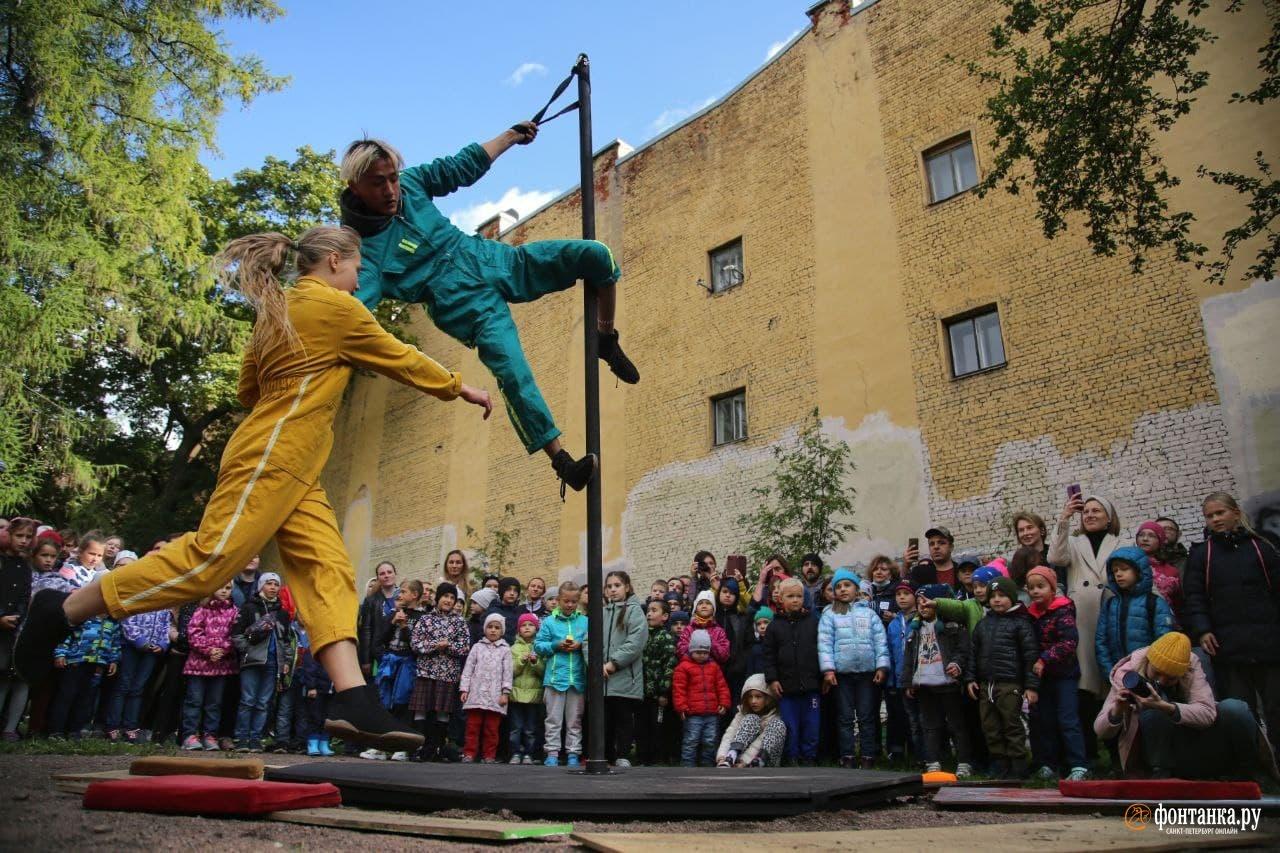 Упсала-Цирк открыл Цирк в городе. Начали с двора на Васильевском, за который боролись жильцы