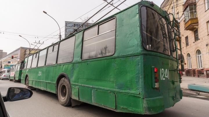 В Новосибирске на месяц закрыли популярный маршрут троллейбуса до «Речного вокзала»