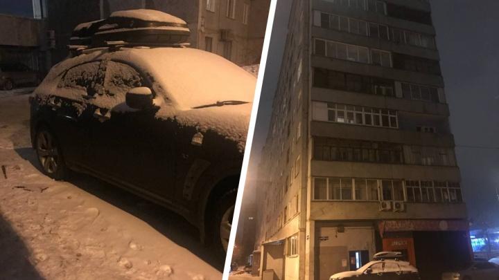 Из окна многоэтажки на Дубровинского выпал 98-летний мужчина