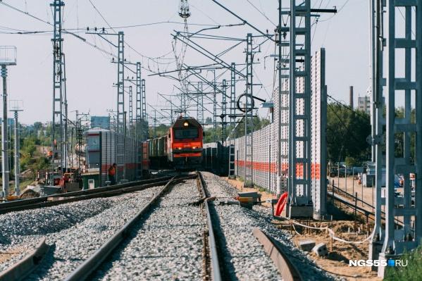 Мост построен на перегоне между станциями Московка и Комбинатская