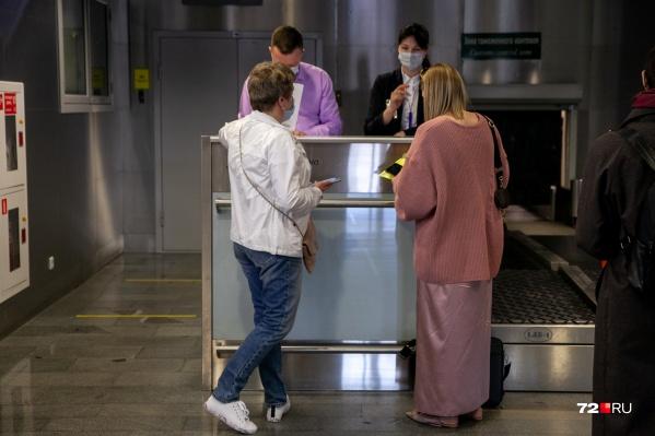Больше ста тысяч человек в этом году точно могут не паковать чемоданы, пока не расстанутся со своими долгами