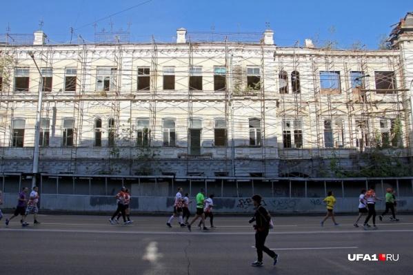Горожанам больно смотреть на фасад дома Видинеева