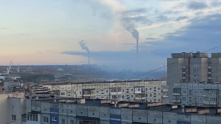 «Дымка и пахнет гарью»: в Северодвинске тушат городскую свалку — она горит уже больше суток